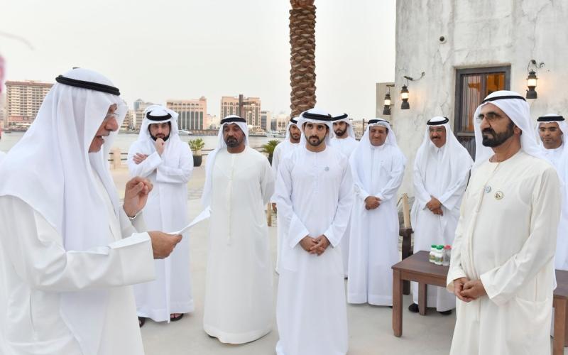 الصورة: محمد بن راشد يستقبل عددا من رؤساء ومديري الدوائر والمؤسسات الحكومية