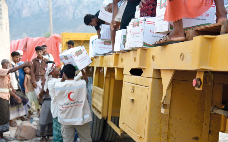 «الهلال» تسير 3 بواخر مساعدات إلى سقطرى تحمل آلاف الأطنان من المواد الرمضانية