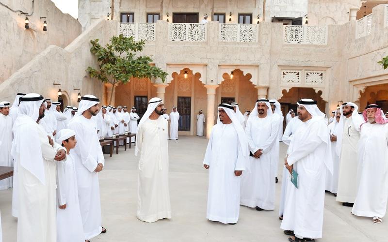 الصورة: محمد بن راشد يستقبل عدداً من رؤساء ومديري الدوائر الحكومية وكبار المسؤولين