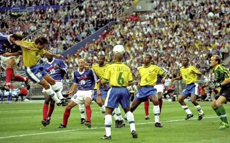 الصورة: بلاتيني يعترف بتلاعب فرنسا في قرعة مونديال 1998