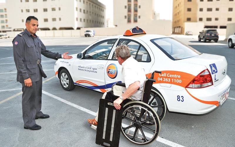 الصورة: «طرق دبي»: المعاهد ملزمة بتدريب أصحاب الهمم على قيادة المركبات