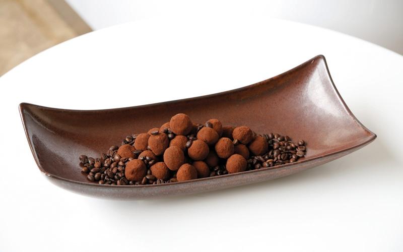 الصورة: نكهات من العالم ...كعكة «البراوني ترافل» بالتمر والقهوة العربية