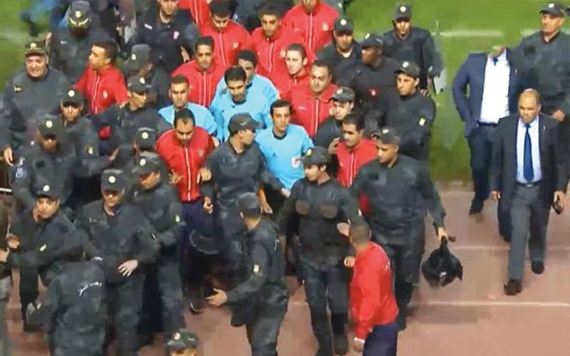 الصورة: احتجاجات في تونس بسبب إيقاف مباراة فاصلة في الدوري