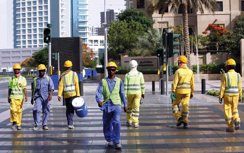 الصورة: شركات تبدأ «حظر العمل في الظهيرة» قبل صدوره بشهر