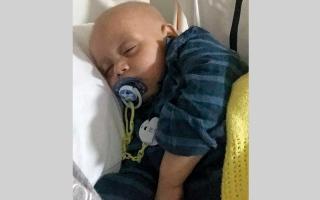 الصورة: متبرع يتكفل بـ 628 ألف درهم لعلاج الطفل «محمد» في لندن