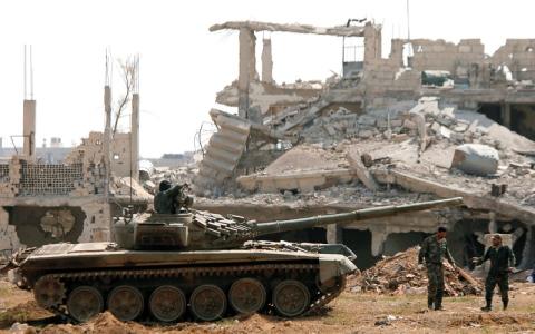 الصورة: أول دفعة من «داعش» تغـادر جنوب دمشق بعد اتفاق مع النظام