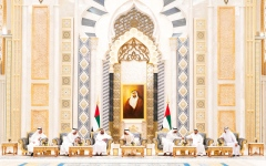 الصورة: محمد بن راشد ومحمد بن زايـــد يستقبلان الحكام وأولياء العهود