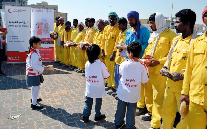 الصورة: «الهلال الأحمر» يدعم حالات إنسانية في أم القيوين بـ 377 ألف درهم