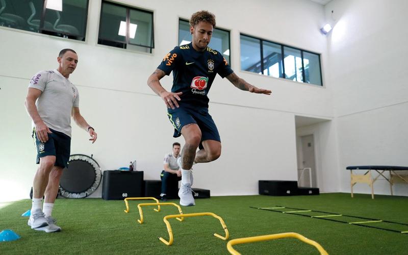 الصورة: نيمار يلتحق بتدريبات المنتخب البرازيلي