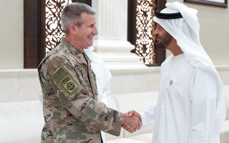 الصورة: محمد بن زايد يستقبل قائد بعثة «الدعم الحازم» والقوات الأميركية في أفغانستان