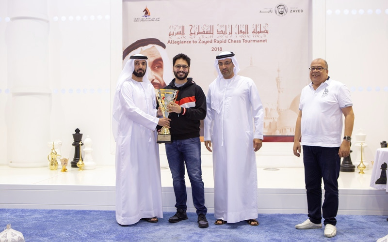 الصورة: سالم عبدالرحمن يحرز كأس «الوفاء لزايد»