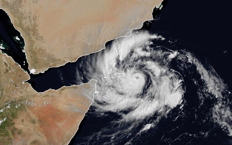 الصورة: «الأرصاد»: العاصفة المدارية تحوّلت إلى إعصار.. ولا تأثير مباشراً في الدولة