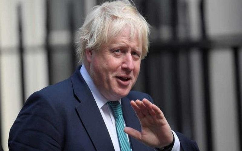 الصورة: وزير خارجية بريطانيا يتكلم 18 دقيقة مع رئيس وزراء مزيف