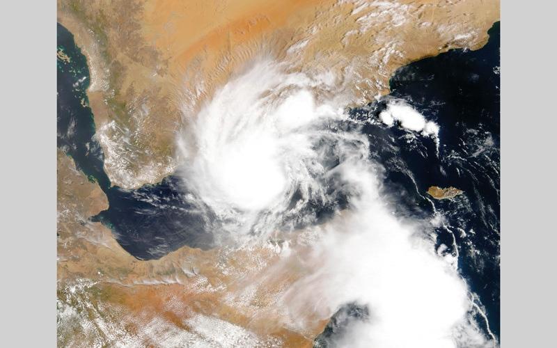 الصورة: «الأرصاد»: تأثير إعصار «مكونو» ينحصر في كتلة هوائية رطبة