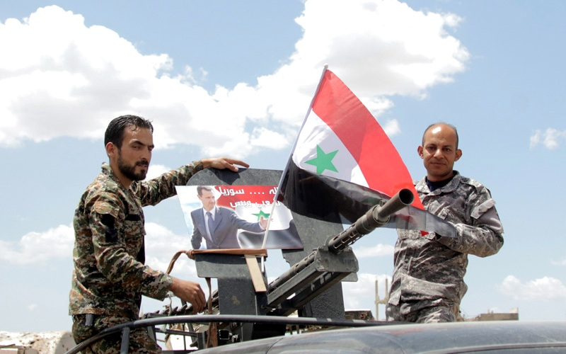 الصورة: مقتل 12 من الموالين للنظام بقصف للتحالف الدولي ضد مواقع عسكرية سورية