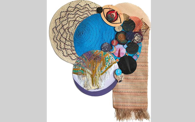 تقدّم الفنانة تقنيات صناعة السفن والأشكال الرمزية والحرف الشعبية من موطنها البرازيل. من المصدر