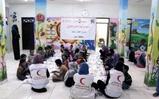 الصورة: «الهلال» تنظم إفطاراً لطلبة مركز حماية الطفل في عدن.. و500 وجبة إفطار يومياً في تعز
