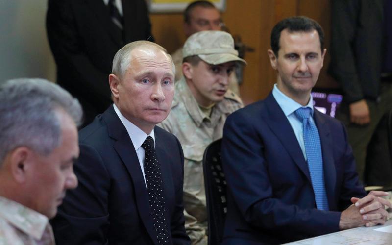 الأسد وحليفه بوتين في قاعدة حميميم.  أ.ب