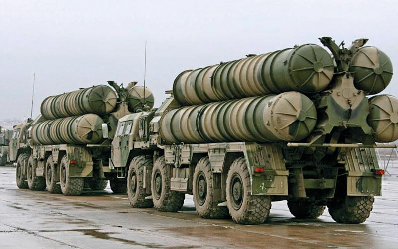 تخلت روسيا عن تزويد سورية بنظام إس 300 للدفاع الجوي.  غيتي
