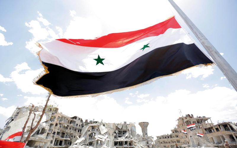 استطاع الأسد السيطرة على 60% من الأراضي السورية بمساعدة موسكو.. العلم السوري يرفرف على منطقة الحجر الأسود المحررة.  إي.بي.إيه
