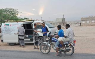 الصورة: «الهلال» تقدّم وجبات الإفطار والسحور لآلاف الصائمين في حضرموت