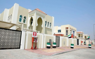 الصورة: «إسلامية دبي» تقدم 500 ألف درهم دعماً لـ «مدن الخير»
