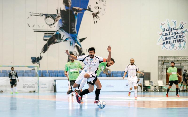 من مباراة «الإمارات للسياقة» و«العاصفة» في دورة ند الشبا. من المصدر