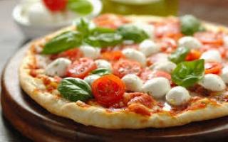 الصورة: بالفيديو ...اكتشف اسرار البيتزا الايطالية من الشيف العالمى ماوريتسيو لازارين