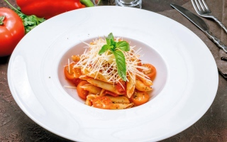 الصورة: نكهات من العالم..«بيني أرابياتا» معكرونة من المطبخ الإيطالي