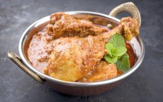 الصورة: نكهات من العالم..دجاج الكورما طبق رئيس من المطبخ الهندي