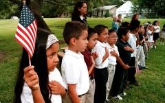 الصورة: طلبة لاتينيون يخجلون من التحدث بلغتهم الأصلية في الولايات المتحدة