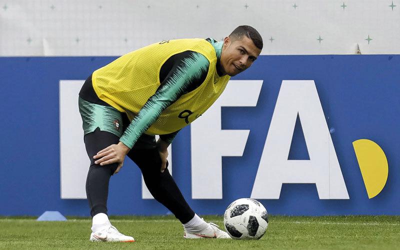 كريستيانو رونالدو يبدأ التدريبات مع المنتخب البرتغالي في روسيا.. ويأمل رفع كأس العالم. إي.بي.إيه