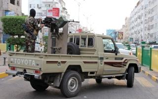 الصورة: بإسناد إماراتي.. مقاتلات التحالف تدمر قاعدة إطلاق صواريخ للحوثيين بالساحل الغربي