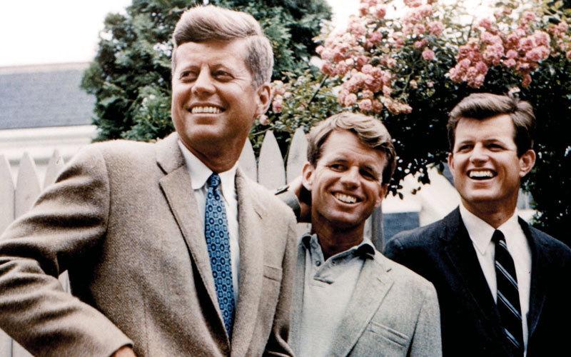 روبرت كينيدي (وسط) كان مرشحاً قوياً لرئاسة أميركا. أرشيفية