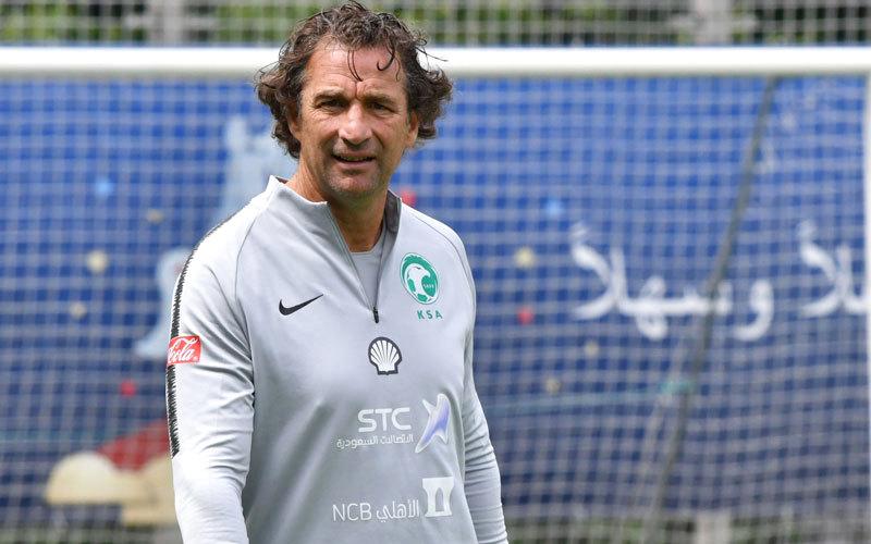 مدرب المنتخب السعودي، الأرجنتيني بيتزي.  أ.ف.ب