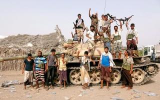 الصورة: بإسناد إماراتي.. المقاومة تطلق «النصر الذهبي» لتحرير الحديدة وتصل إلى مشارف المطار