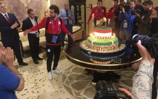 الصورة: شاهد مفاجأة فندق إقامة المنتخب المصري لمحمد صلاح عقب الخسارة من الأورغواي