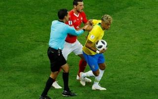 """الصورة: عيسى درويش: هدف سويسرا في مرمى البرازيل """"غير شرعي"""""""