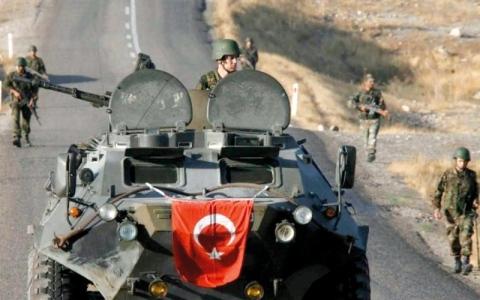 الصورة: 52 قتيلاً موالياً للنظام بينهم 22 عراقياً في غارة على شرق سورية
