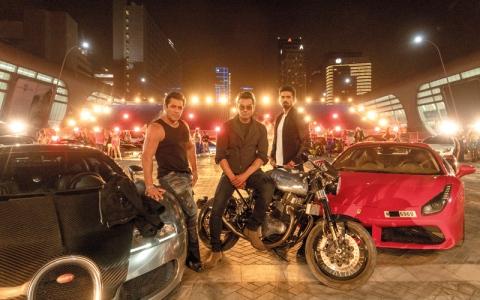 الصورة: «توفور54» تكشف عن صور «سباق 3» في أبوظبي