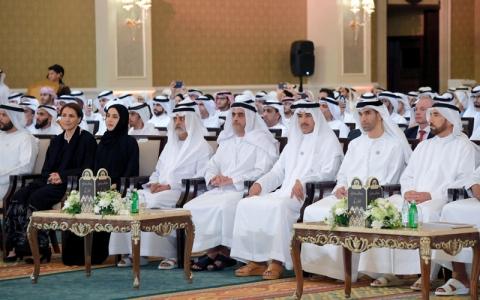 الصورة: سيف بن زايد يكرّم المشاركين في إنجاح مجالس الداخلية بدورتها السابعة