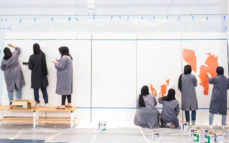 الجدارية ستعكس لدى اكتمالها المَلَكات والمهارات الفنية التي تتمتع بها الطالبات. من المصدر