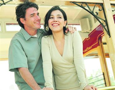 5dffd264ee7e9 الحب والتسامح يجعلان كلاً من الزوجين قادراً على تقبّل الماضي بكل أخطائه.  فوتوز.كوم