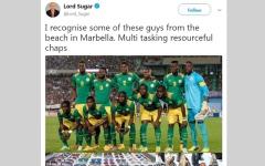 الصورة: لورد بريطاني يسخر من فريق الكرة السنغالي