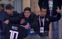 """الصورة: بالصور: تشجيع """"مارادونا"""" لم يستفز موهبة """"ميسي"""""""