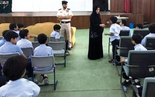شرطة أبوظبي تبث السلوك الإيجابي بين الطلبة