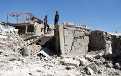 الصورة: جيش النظام السوري يستهدف مناطق المعارضة بالبراميل المتفجرة