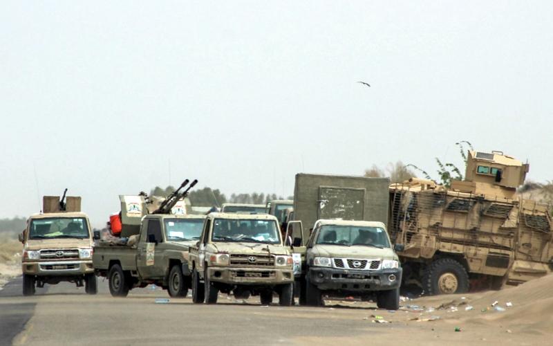 الصورة: ميليشيات الحوثي تضيق الخناق على سكان الحديدة وتقطع طرق الميناء