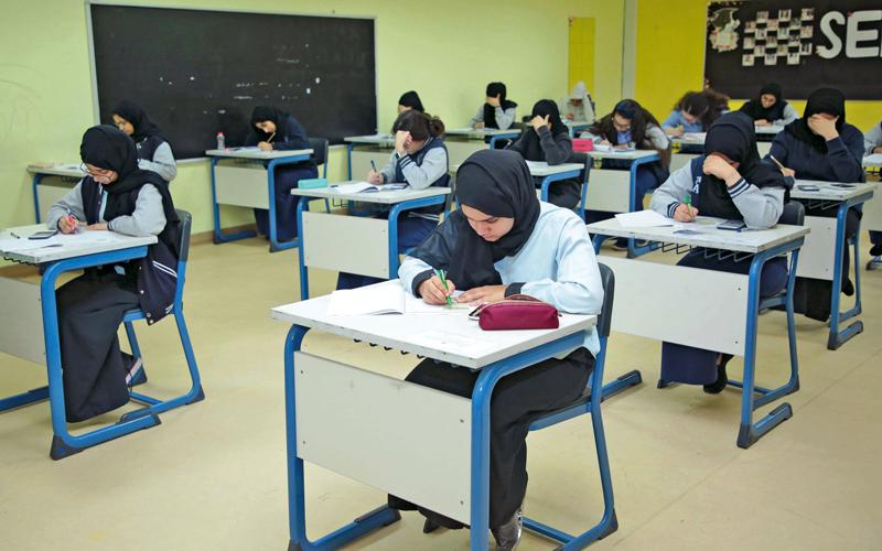 «التربية» تعتزم إجراء الامتحانات من البيت إلكترونياً