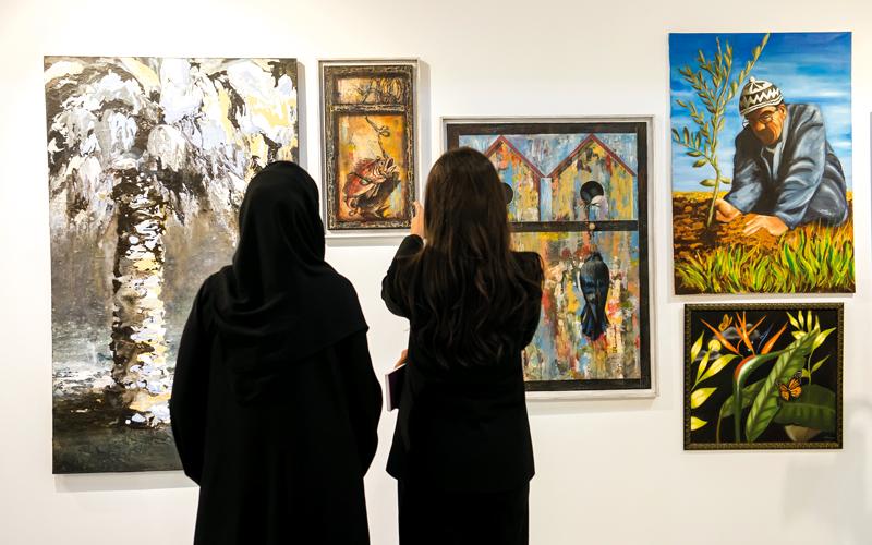 المعرض يسلّط الضوء على القدرات الإبداعية للفنانين الناشئين في الإمارات. من المصدر